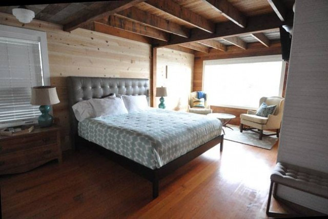 Master bedroom at The Historic Reed House, The Houses on Manzanita Beach