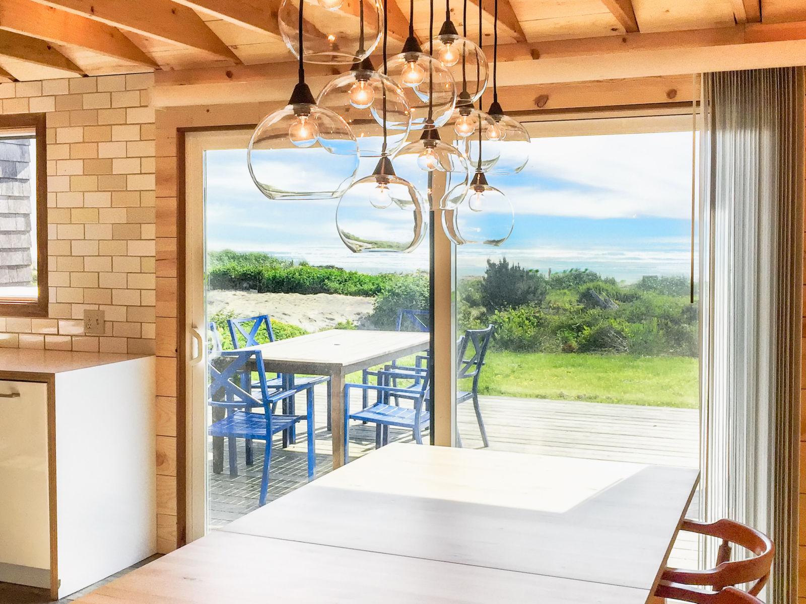 Manzanita Oceanfront dining room