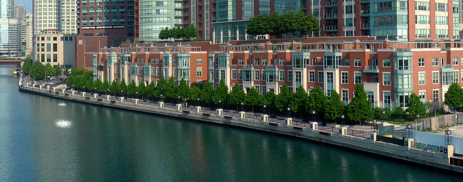 Riverwalk_esplanade_at_River_East.jpg