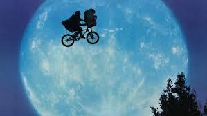 La bici voladora de E.T. atravesó el cielo estrellado de Raco