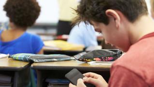 El celular es compañía e información para los adolescentes tucumanos