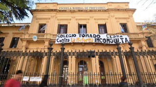 Estudiantes y docentes porteños siguen la lucha contra la reforma educativa impuesta