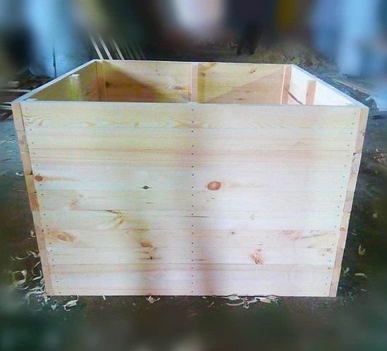 Большой деревянный ящик