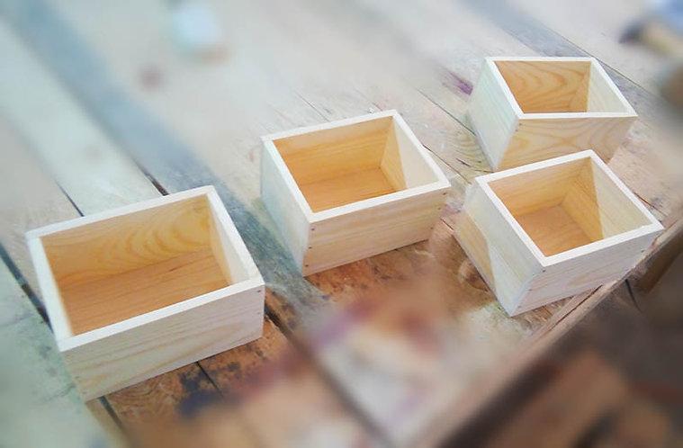 Маленький деревянный ящик