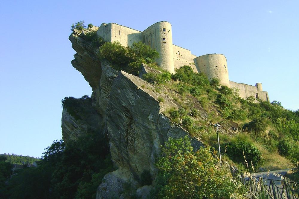 Castello di Roccascalegna / Zitumassin / Public domain