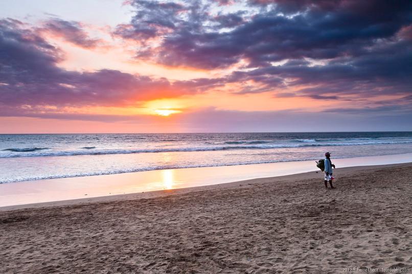 Coucher-soleil-plage-Seminyak-Bali-Indon