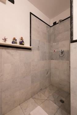 Underground Shower's Bathroom