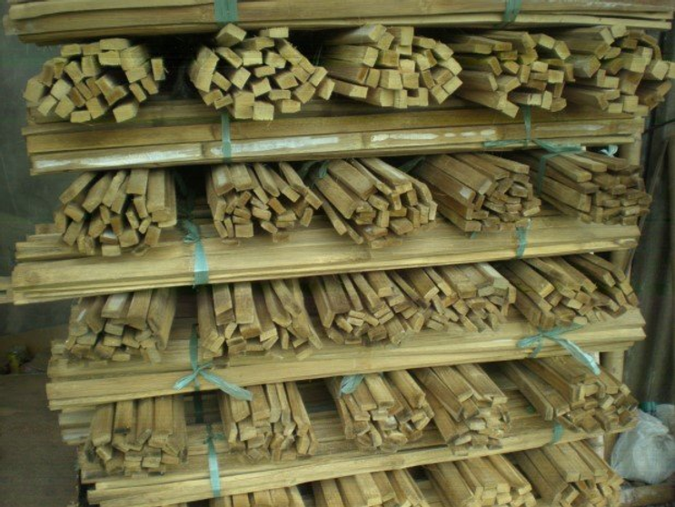 Slats-produced-by-nodes-bundled-and-carefully-stacked-prior-to-shipment-to-the-hubs.png
