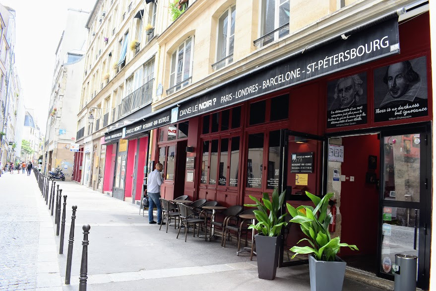 The exterior of Dans le noir ?