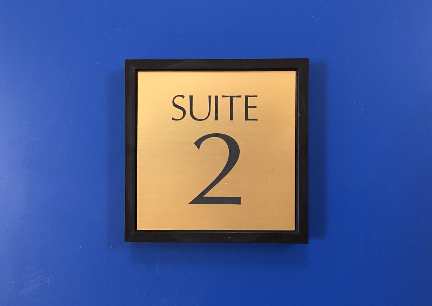 SUITE SIGN
