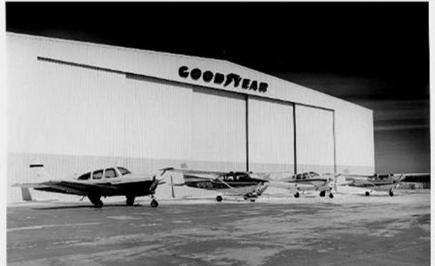 Goodyear Hangar 1976 with club fleet