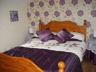 purple room bed