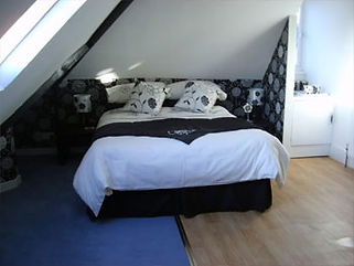 black and white room bed