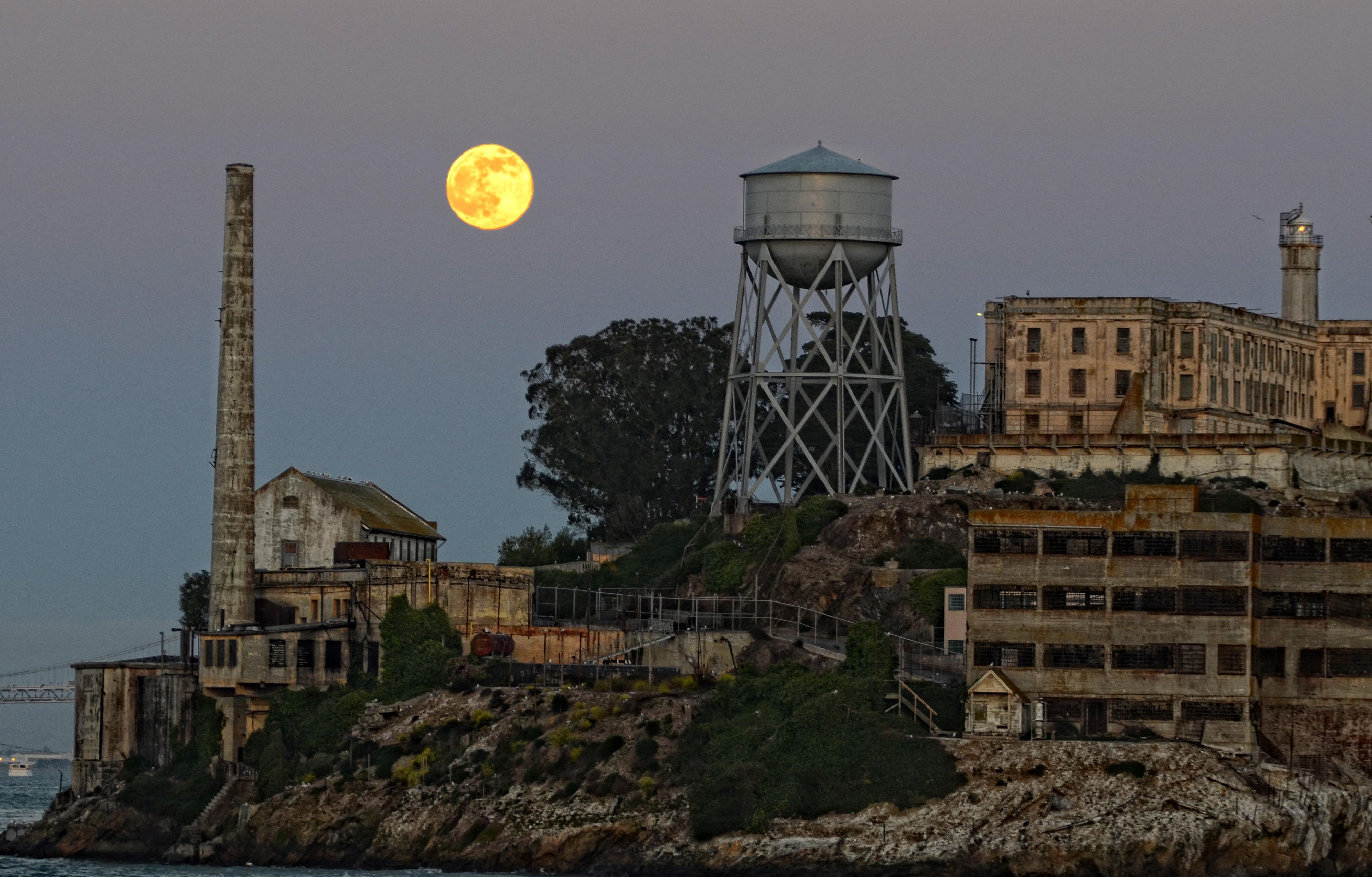 Moon Alcatraz by Vincent Atos