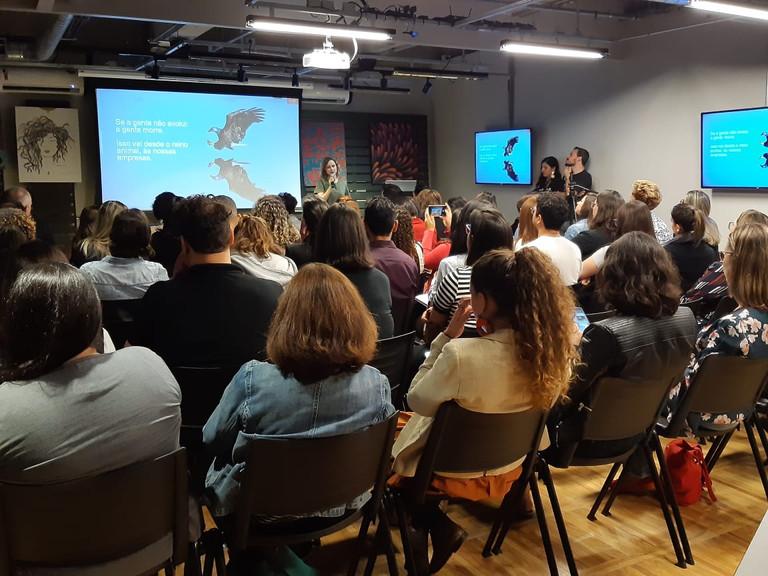 """Santo Caos - Palestra de Inovação realizada no """"Dia do Engajamento"""""""