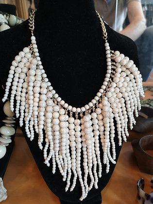 Collier fantaisie perles imitation ivoire