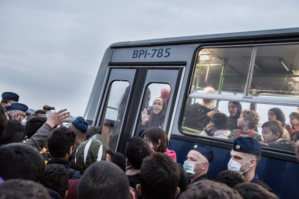 """Women panics at the moment she is separated from her daughter when entering the bus that would take her to the """"registrations camps"""" in Roszke, Hungry."""