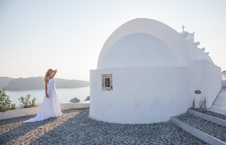 wedding photo in Santorini