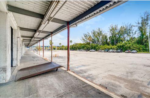 7500 25th Street Miami Loading Dock