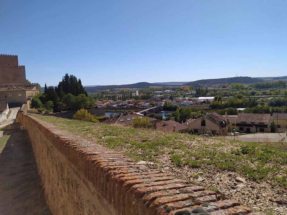 Paseo por el adarve de la muralla