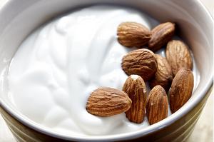 iogurte-com-amêndoas.png