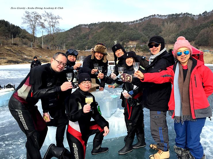 강원도 홍천에서 대만팀과 함께 아이스다이빙 제로그래비티