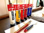 Welke verf heb ik nodig?; acrylverf;  Primaire kleuren acrylverf. Kwaliteitsverf. Goede kwaliteit penselen. Thuis schilderen. Hoe leer ik schilderen? Zelf schilderen. Online cursus schilderen. Atelier de Oude Smederij. Thuisbezorgd. Stayhome. Blijfthuis. RoyalTalens acrylverf te koop. Niet duur. Actionverf voor en nadelen. Kleurenleer. Hoe leer ik mengen. Online schilderlessen; online leren schilderen; online schildercursu; online schilderworkshop; cursus kleuren mengen; kleurenleer van Itten; kleurencirkel; kunstzinnige coaching