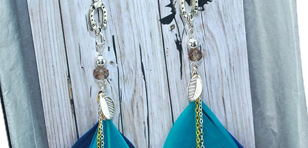 Small enamel horse shoe charms
