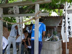 たま神社を嘉味田選手が参拝しました