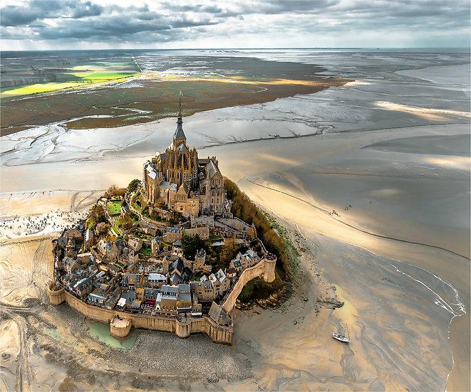 Le Mont-Saint Michel entre ciel et basse mer, Normandie