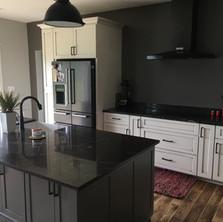 Modern-Kitchen-Black-Stone-Countertop