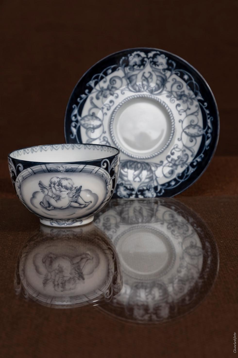 Chaque tasse a été peinte pendant 6 heures avec deux cuissons.
