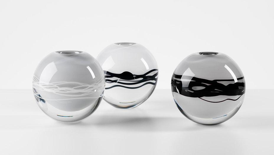 E. Isaksson. Ripple vase black white.jpg