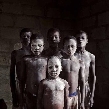 Les_enfants_poudrés,_Ghana,_2011.jpg