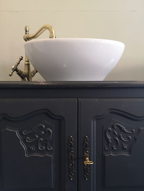 Bathroom Vanity Reloved by Jo - part vie
