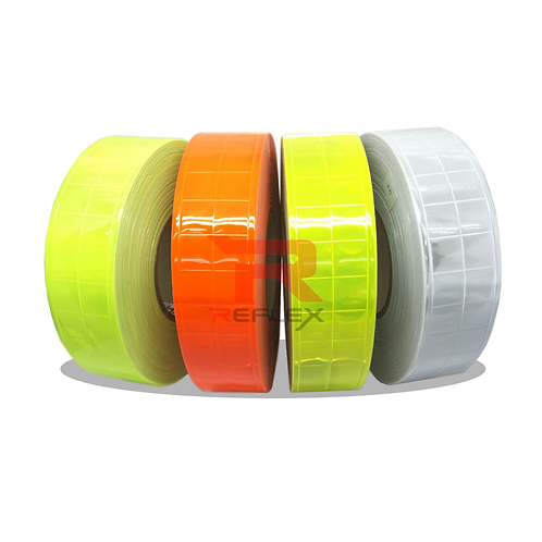 แถบพีวีซีสะท้อนแสงชนิดเเข็งลายตาราง REFLEX® RT-E303