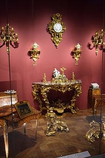 Vitrine du Louvre salle des objets d'arts du XVIII ème