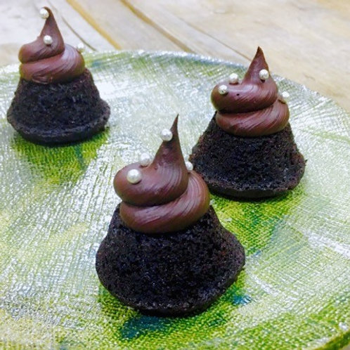 Chocolate cakes topped with chocolate ganache