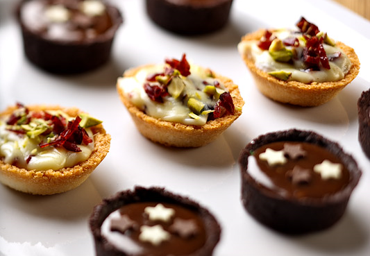 Sweet mini tart canapes_edited