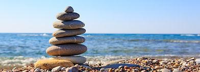 stapel stenen zee.jpeg