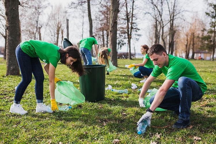 Group-of-volunteers-collecting-garbage-2