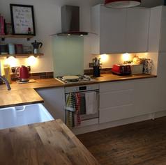 White Gloss & Solid Oak Kitchen