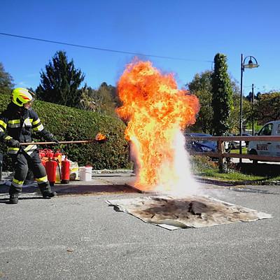 Feuerlöscherüberprüfung 2019 + Vorführung