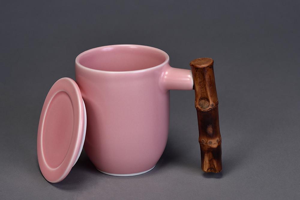 釉色:粉紅