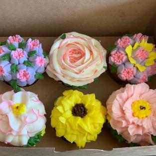 Cupcake Floral box(6 cc)-$35