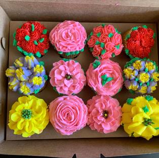 Cupcake Floral Box (12cc)-$60