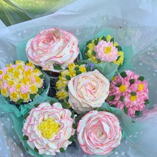 Cupcake Bouquet (12 cc)-$69