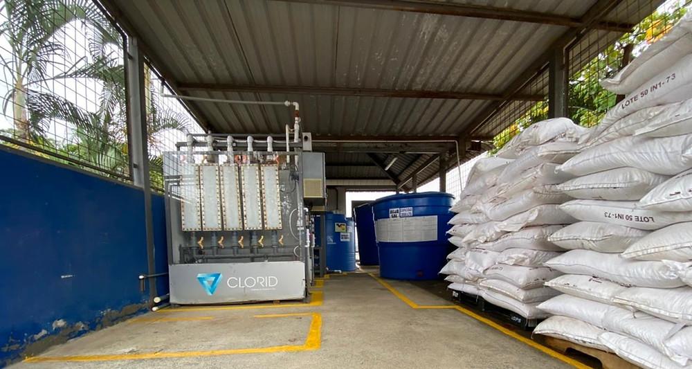 Planta de agua potable, con capacidad de producir 36.000.000 de litros al día de agua. La concentración es de 8.000 ppm de cloro activo con PH de 7,6, por lo que actúa mucho más rápido contra el virus y bacterias