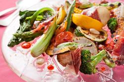 信州焼き野菜とイベリコ豚生ハムの熟成シェリービネガーのソース