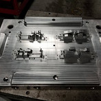 injection mold3.jpg